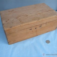 Oggetti Antichi: ANTIGUA CAJA EN MADERA DE PINO. Lote 40067456