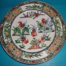 Antigüedades: ANTIGUO PLATO EN PORCELANA CHINA GALLOS. Lote 40055332