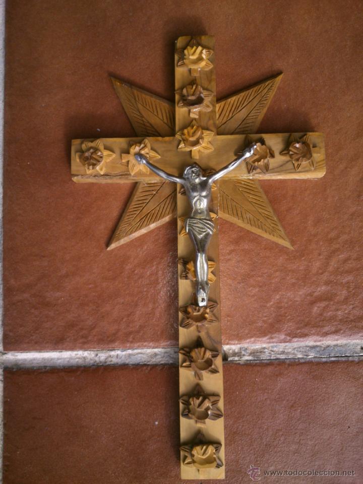 CRUCIFIJO-CRUZ MADERA LABRADA TALLADA CRISTO METAL .(31X18CM) (Antigüedades - Religiosas - Crucifijos Antiguos)