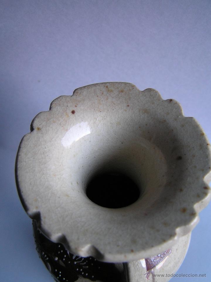Antigüedades: JARRÓN SATSUMA DECORADO A MANO CON BASE DE MADERA TALLADA. AÑOS 30. - Foto 10 - 40070968