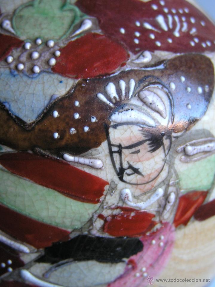 Antigüedades: JARRÓN SATSUMA DECORADO A MANO CON BASE DE MADERA TALLADA. AÑOS 30. - Foto 13 - 40070968