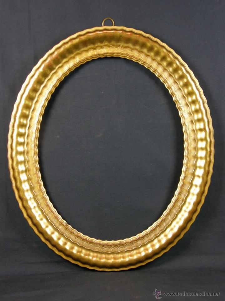 marco de madera ovalado y rizado estucado y dorado mediados siglo xix