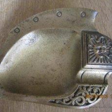 Antigüedades: CENICERO DE HIERRO BARNIZADO EN DORADO. MÁS DE UN SIGLO DE ANTIGUEDAD.. Lote 40095195
