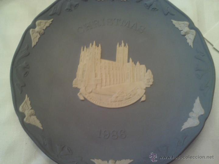 PLATO DE PORCELANA INGLESA WEDGWOOD CRISTMAS 1986 (Antigüedades - Porcelanas y Cerámicas - Inglesa, Bristol y Otros)