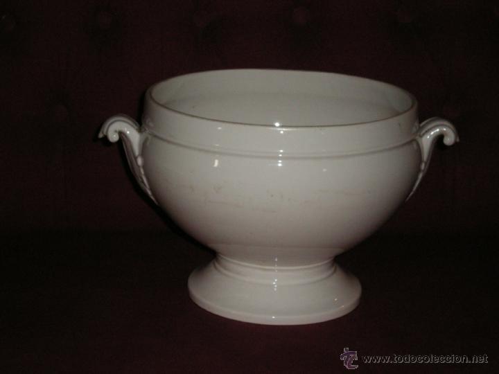 MAGNIFICA SOPERA EN LOZA BLANCA XIX (Antigüedades - Porcelanas y Cerámicas - Otras)