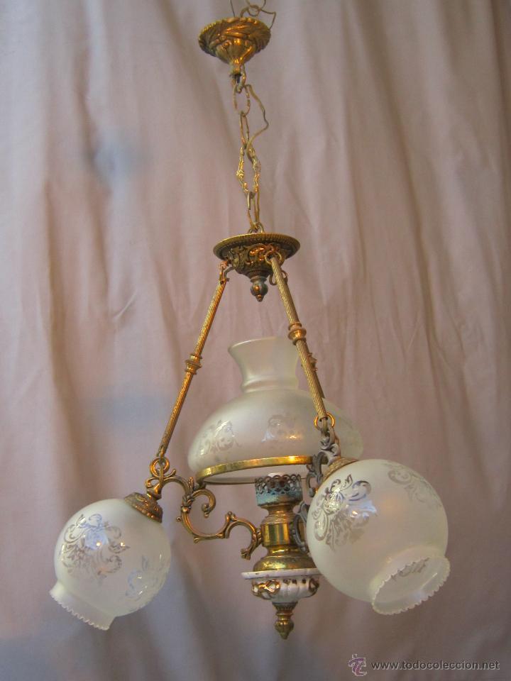 LAMPARA DE TECHO EN BRONCE PORCELANA Y TULIPAS DE CRISTAL (Antigüedades - Iluminación - Lámparas Antiguas)