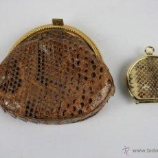 Antigüedades: CONJUNTO DE BOLSO Y MONEDERO EN PIEL DE SERPIENTE CON CIERRES DORADOS. AÑOS 30. Lote 40178155