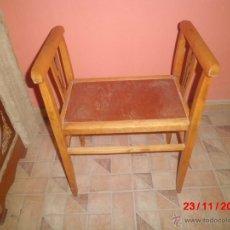Antigüedades: ANTIGUA BANQUETA DE MADERA DE LOS AÑOS 1920. Lote 40185370