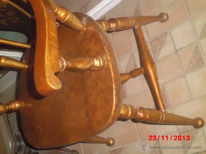 Antigüedades: SILLON DE MADERA PINTDO EN ORO ENVEJECIDO CON LA PEINETA EN COLOR NEGRO DECORADA. - Foto 6 - 40183751