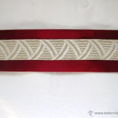 Antigüedades: CINTA ART DECÓ BORDADA EN SEDA SOBRE BASE DE ALGODÓN. A ESTRENAR. 136 CM. X 2,4 CM.. Lote 40239324