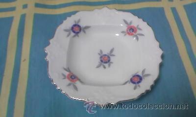 Antigüedades: Pequeño plato de porcelana Bavaria decorado con pequeñas flores y filo de oros. - Foto 2 - 40242884