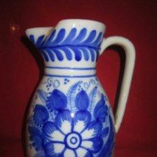 Antigüedades: BONITA JARRA EN CERÁMICA EN TONO AZUL, DE ESTILO POPULAR.. Lote 40261379