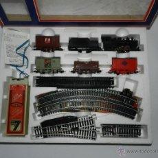 Trenes Escala: ANTIGUO TREN ELECTRICO ESCALA HO, A BATERIAS DE LIMA, CON LOCOMOTORA, TENDER, 4 VAGONES, VIAS, DESVI. Lote 38287834
