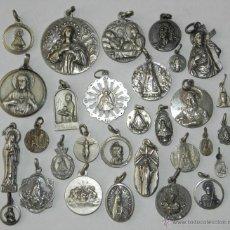 Antigüedades: ANTIGUO LOTE DE 30 MEDALLAS RELIGIOSAS ALGUNAS DE PLATA, TAL COMO SE VE EN LA FOTOGRAFIA PUESTA. EXC. Lote 38288071