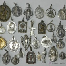 Antigüedades: ANTIGUO LOTE DE 33 MEDALLAS RELIGIOSAS ALGUNAS DE PLATA, TAL COMO SE VE EN LA FOTOGRAFIA PUESTA. EXC. Lote 38288073
