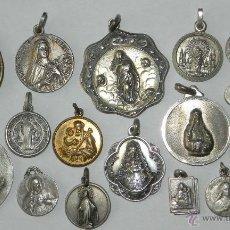 Antigüedades: ANTIGUO LOTE DE 19 MEDALLAS RELIGIOSAS ALGUNAS DE PLATA, TAL COMO SE VE EN LA FOTOGRAFIA PUESTA. EXC. Lote 38288074