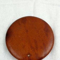 Antigüedades: POLVERA DE CUERO MARCA ELIZABETH ARDEN. Lote 40263633