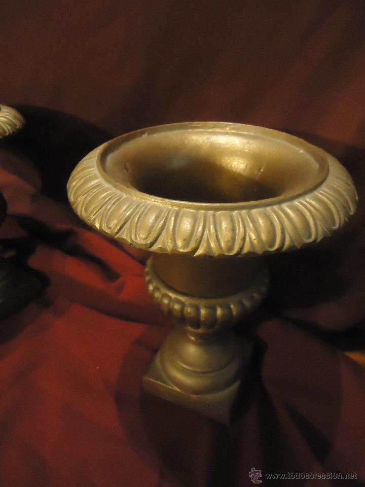 Antigüedades: PRECIOSA PAREJA DE MACETEROS O JARRONES DE HIERRO ANTIGUO - Foto 2 - 40264347