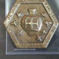 Antigüedades: INSIGNIA DE ORFEBRERIA DE LA HERMANDAD DE JESUS NAZARENO Y Mª STMA DE LOS DOLORES. SEMANA SANTA . Lote 40272501