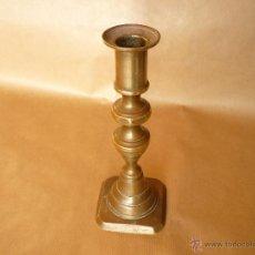 Antigüedades: CANDELABRO BRONCE SL XIX. ALTO 18X7 BASE . GASTOS DE ENVIO 8€. PARA ESPAÑA.. Lote 40284014