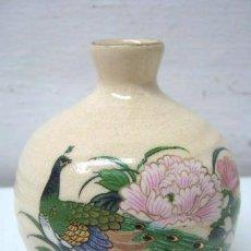 Antigüedades: PEQUEÑO BOTE JAPONES SATSUMA - PAVO REAL Y FLORES DE LOTO. Lote 40360268