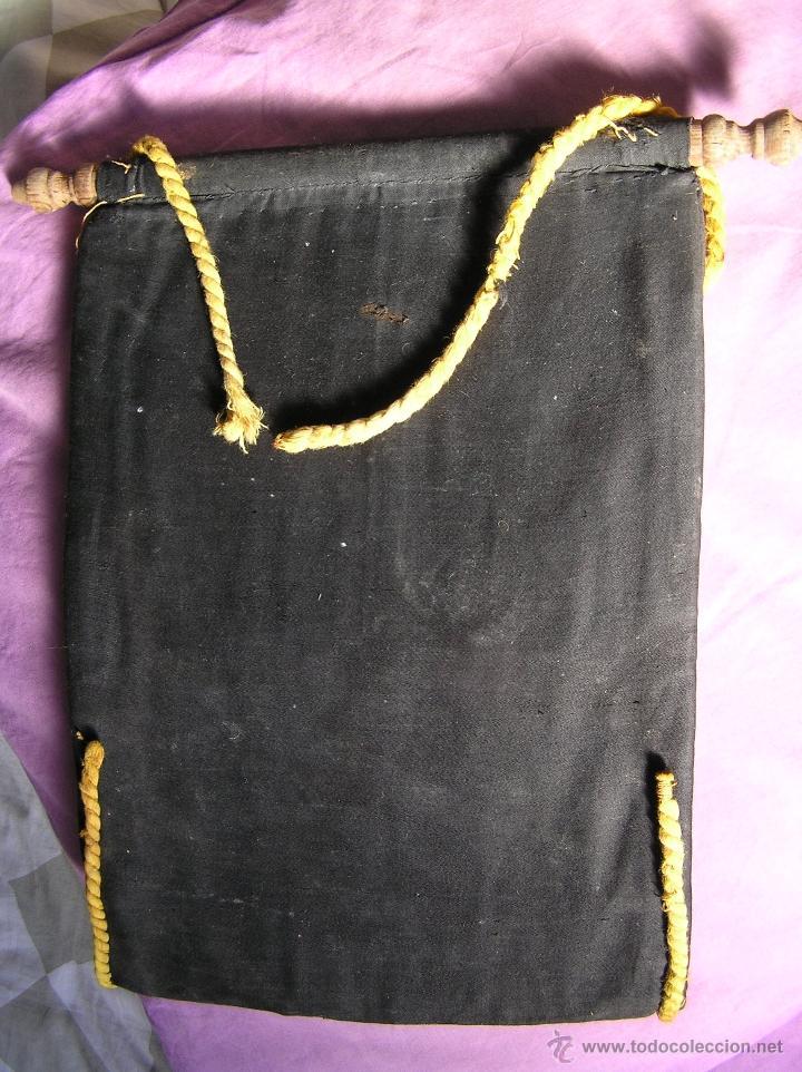 Antigüedades: Bonito y muy antiguo revistero. Bordado a mano. - Foto 10 - 40370894