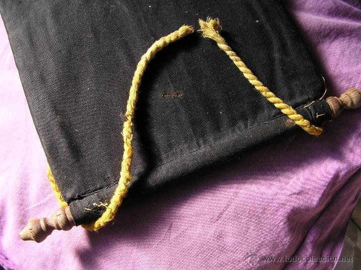 Antigüedades: Bonito y muy antiguo revistero. Bordado a mano. - Foto 11 - 40370894