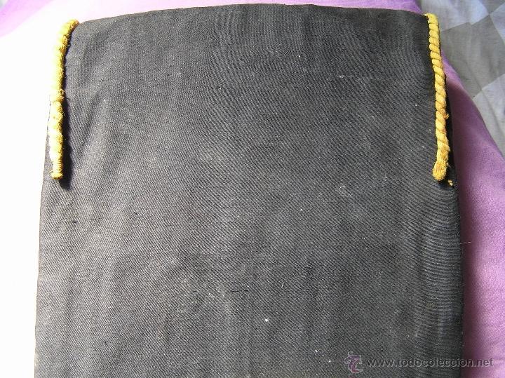 Antigüedades: Bonito y muy antiguo revistero. Bordado a mano. - Foto 13 - 40370894