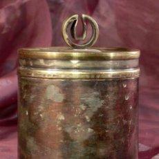 Antigüedades: ANTIGUA Y ORIGINAL CAJA CILÍNDRICA. METAL. Lote 40391014