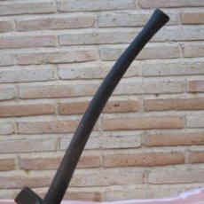Antigüedades: AZADON ANTIGUO CON ASTIL DE MADERA.. Lote 40401945