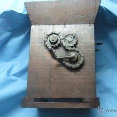 Antigüedades: ETNOGRAFICA PIEZA DE MUSEO DE MADERA PARA RAYAR RAYADOR RAJAR ACEITUNAS OLIVAS. Lote 40406044