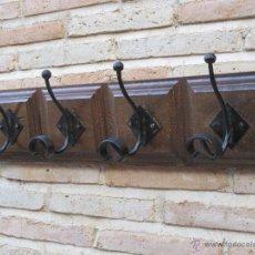 Antigüedades: PERCHA TIPO RUSTICA EN MADERA Y GANCHOS METALICOS.. Lote 69070245