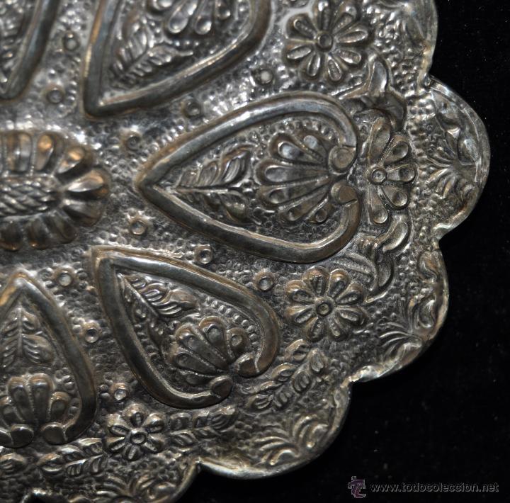 Antigüedades: PRECIOSO ESPEJO MODERNISTA DE VIAJE REALIZADO EN PLATA REPUJADA CON SU CONTRASTE CORREPONDIENTE - Foto 4 - 40424933