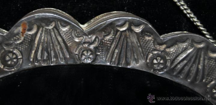 Antigüedades: PRECIOSO ESPEJO MODERNISTA DE VIAJE REALIZADO EN PLATA REPUJADA CON SU CONTRASTE CORREPONDIENTE - Foto 8 - 40424933