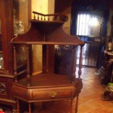 Antigüedades: ANTIGUO MUEBLE RINCONERA CON ALTILLO Y CAJON CENTRAL ENTRELASADO ENCERADO.. Lote 40453127