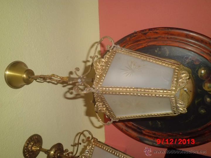 Antigüedades: LAMPARA DE TECHO ANTIGUA TIPO FAROL, CON LOS CRISTALES MATES TALLADOS. - Foto 2 - 40459015