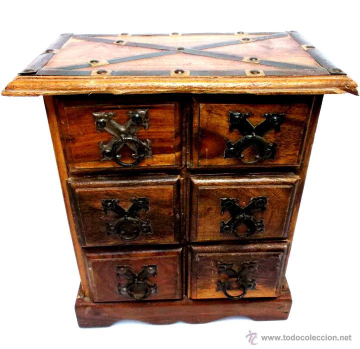 Antiguo joyero baul o cofre de madera maciza y comprar for Cofre de estilo industrial