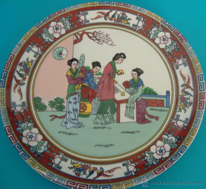PLATO DE PORCELANA CHINA DECORADO A MANO SELLADO, PERFECTO (Antigüedades - Porcelanas y Cerámicas - China)