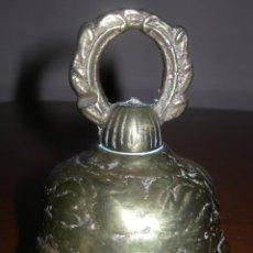 Antigüedades: ANTIGUA CAMPANA LABRADA DE MANO EN BRONCE DE MISA S-XVIII DEL PIRINEO. Lote 40489653