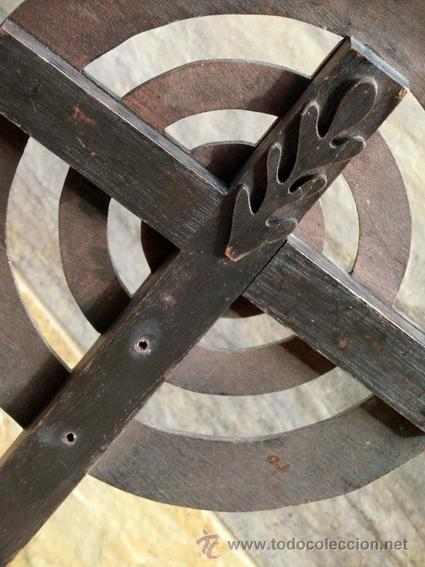 EXTRAÑA CRUZ DE MADERA. FIRMADA Y FECHADA. (Antigüedades - Religiosas - Cruces Antiguas)