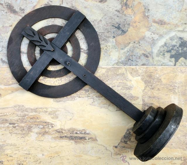 Antigüedades: EXTRAÑA CRUZ DE MADERA. FIRMADA Y FECHADA. - Foto 5 - 226137305