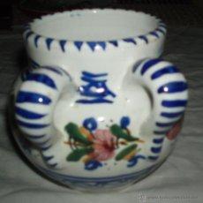 Antigüedades: JARRON DE TALAVERA DE DOBLE ASA DECORADO CON FLORES AÑOS 60 . Lote 40519437