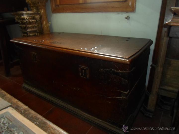 Antigüedades: Arca de nogal de dos cerraduras SXVII. - Foto 2 - 40527949