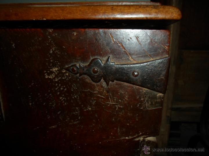 Antigüedades: Arca de nogal de dos cerraduras SXVII. - Foto 4 - 40527949