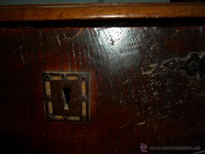 Antigüedades: Arca de nogal de dos cerraduras SXVII. - Foto 5 - 40527949