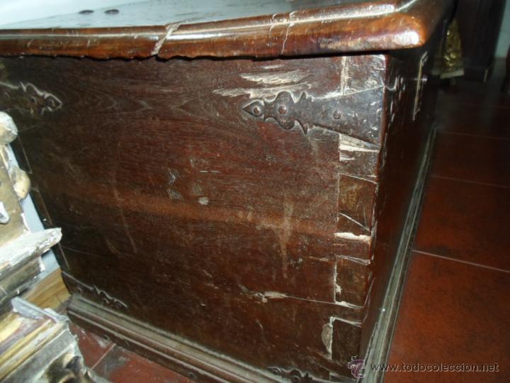 Antigüedades: Arca de nogal de dos cerraduras SXVII. - Foto 9 - 40527949