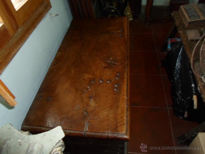 Antigüedades: Arca de nogal de dos cerraduras SXVII. - Foto 10 - 40527949