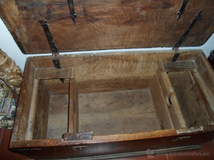 Antigüedades: Arca de nogal de dos cerraduras SXVII. - Foto 12 - 40527949