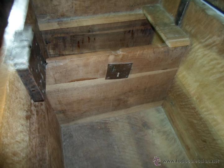 Antigüedades: Arca de nogal de dos cerraduras SXVII. - Foto 16 - 40527949