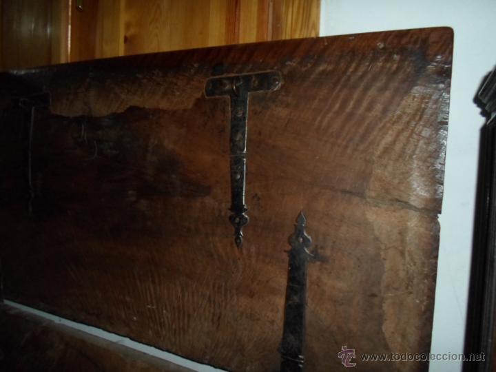 Antigüedades: Arca de nogal de dos cerraduras SXVII. - Foto 18 - 40527949